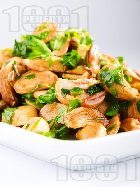 Чесън на фурна - снимка на рецептата